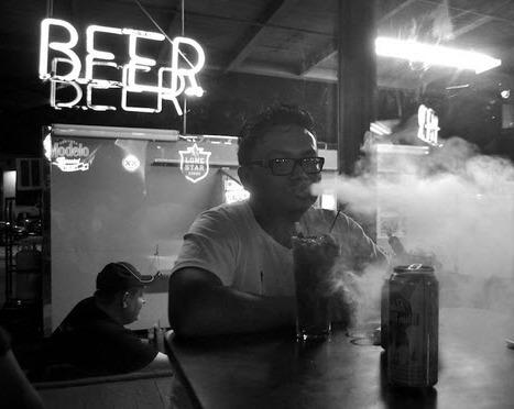vaping-in-bar